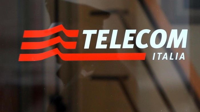La facciata della sede di Telecom Italia in piazza Affari a Milano oggi, 13 novembre 2013.  ANSA / MATTEO BAZZI