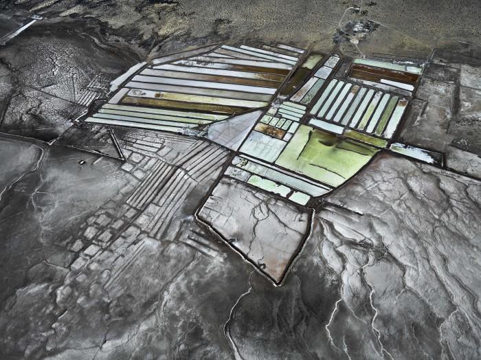 3. Edward Burtynsky. Delta del fiume Colorado n. 8. Saline, Bassa California, Messico 2012