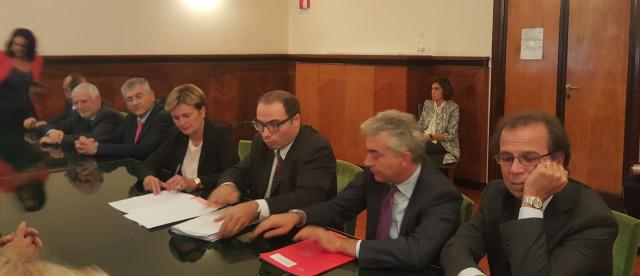 Lavoro-OM-Carrelli-e-Isotta-fraschini-Ministro-Guidi-firma-protocollo-d'intesa