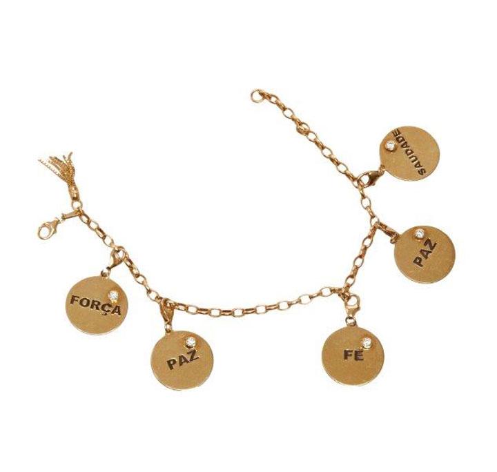 Thais-Bernardes-Collezione-palavres-bracciale-medaglie