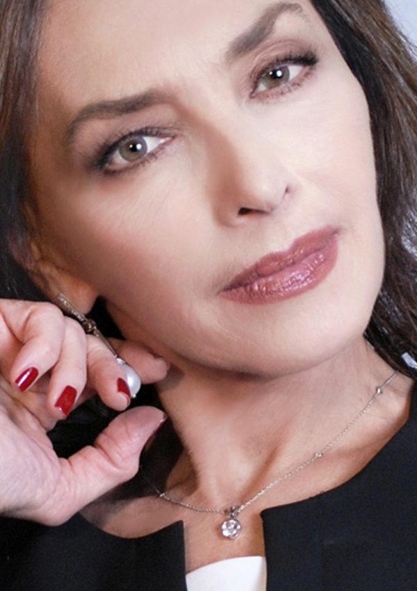 maria-rosaria-omaggio-bg